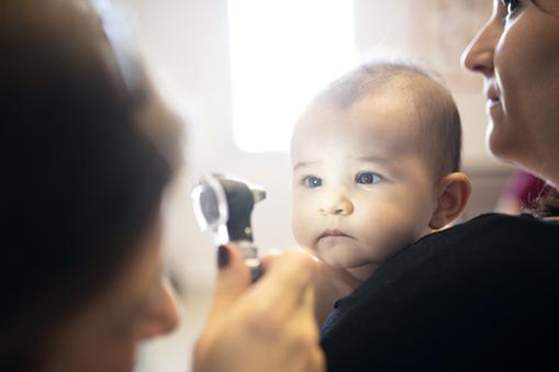 Contrôle de la vue d'un bébé